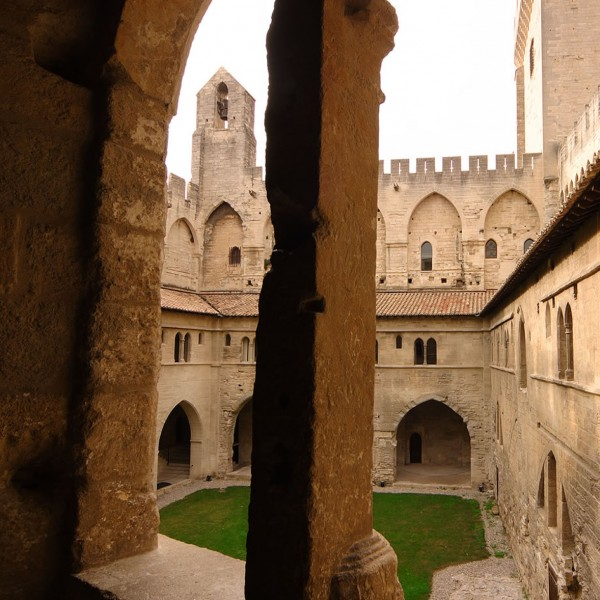 Palais des Papes - Cloître Benoît XII